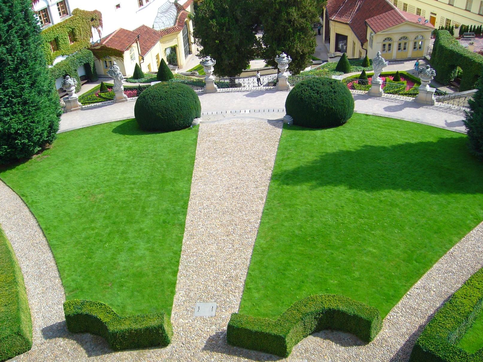 Vrtbovská zahrada - cesty a trávníky