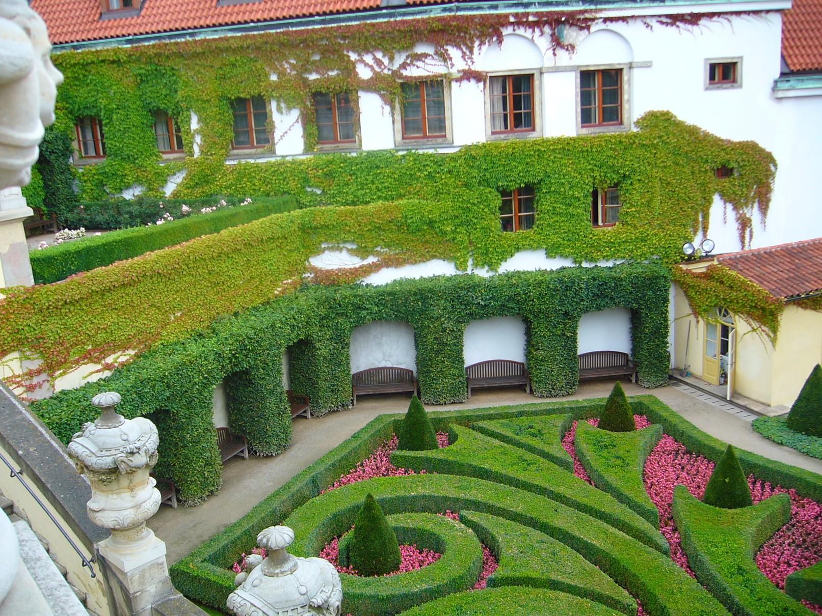 Vrtbovská zahrada - pohled na terasy